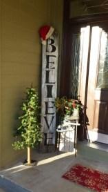 38 Stunning Christmas Front Door Decoration Ideas 05
