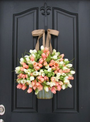 38 Stunning Christmas Front Door Decoration Ideas 25