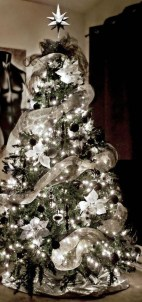 40 Ezciting Silver And White Christmas Tree Decoration Ideas 06