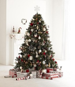 40 Ezciting Silver And White Christmas Tree Decoration Ideas 07