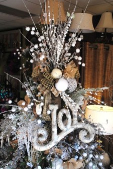 40 Ezciting Silver And White Christmas Tree Decoration Ideas 14