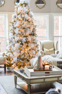 40 Ezciting Silver And White Christmas Tree Decoration Ideas 18
