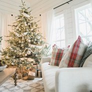 40 Ezciting Silver And White Christmas Tree Decoration Ideas 23