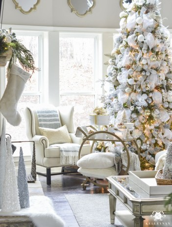 40 Ezciting Silver And White Christmas Tree Decoration Ideas 25