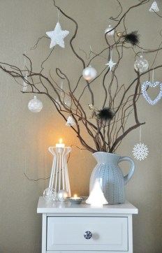 40 Ezciting Silver And White Christmas Tree Decoration Ideas 31