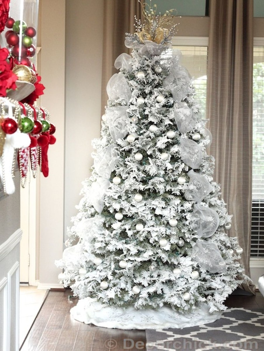 40 Ezciting Silver And White Christmas Tree Decoration Ideas 33