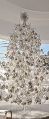 40 Ezciting Silver And White Christmas Tree Decoration Ideas 34