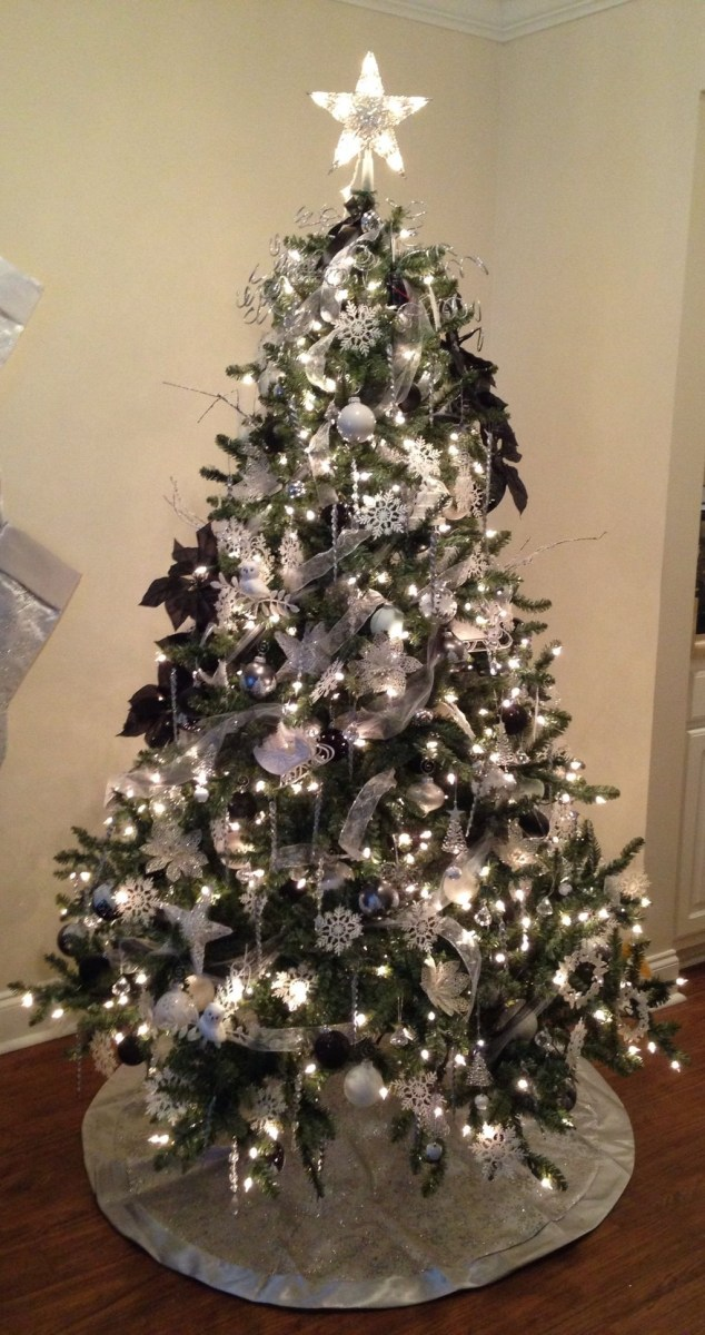 40 Ezciting Silver And White Christmas Tree Decoration Ideas 37