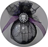 Amazing Gothic Christmas Decoration Ideas To Show Your Holiday Spirit 10