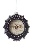 Amazing Gothic Christmas Decoration Ideas To Show Your Holiday Spirit 11