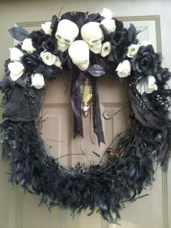 Amazing Gothic Christmas Decoration Ideas To Show Your Holiday Spirit 26