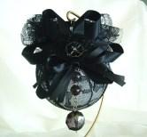 Amazing Gothic Christmas Decoration Ideas To Show Your Holiday Spirit 28