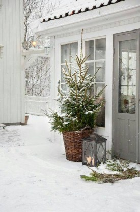 Beautiful Rustic Outdoor Christmas Decoration Ideas 15