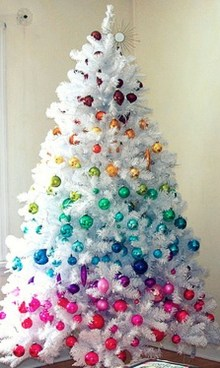 Cute And Colorful Christmas Tree Decoration Ideas To Freshen Up Your Home 05