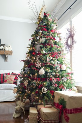 Cute And Colorful Christmas Tree Decoration Ideas To Freshen Up Your Home 08