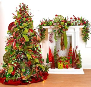 Cute And Colorful Christmas Tree Decoration Ideas To Freshen Up Your Home 12