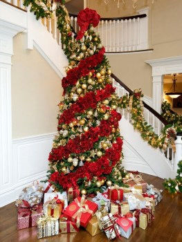 Cute And Colorful Christmas Tree Decoration Ideas To Freshen Up Your Home 21