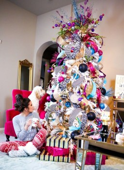 Cute And Colorful Christmas Tree Decoration Ideas To Freshen Up Your Home 23