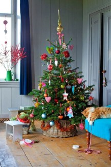 Cute And Colorful Christmas Tree Decoration Ideas To Freshen Up Your Home 41