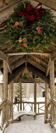 Elegant Rustic Christmas Decoration Ideas That Stands Out 12
