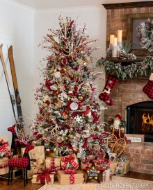 Elegant Rustic Christmas Decoration Ideas That Stands Out 13