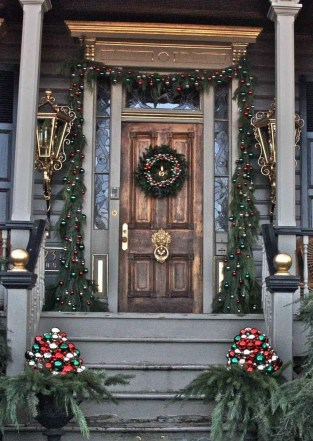 Elegant Rustic Christmas Decoration Ideas That Stands Out 25