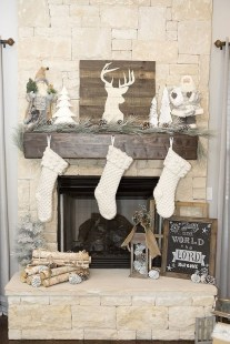 Elegant Rustic Christmas Decoration Ideas That Stands Out 32