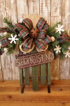 Elegant Rustic Christmas Wreaths Decoration Ideas To Celebrate Your Holiday 02