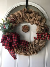 Elegant Rustic Christmas Wreaths Decoration Ideas To Celebrate Your Holiday 03