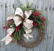 Elegant Rustic Christmas Wreaths Decoration Ideas To Celebrate Your Holiday 17