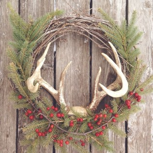 Elegant Rustic Christmas Wreaths Decoration Ideas To Celebrate Your Holiday 23