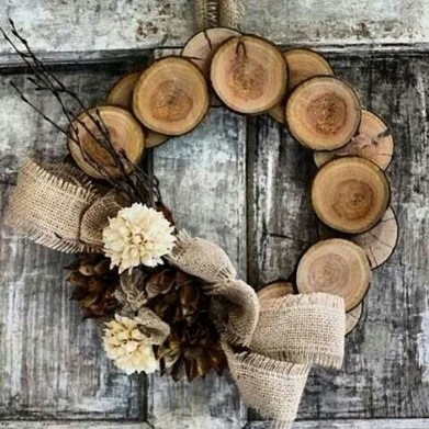 Elegant Rustic Christmas Wreaths Decoration Ideas To Celebrate Your Holiday 24