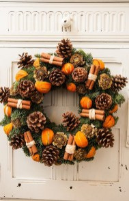Elegant Rustic Christmas Wreaths Decoration Ideas To Celebrate Your Holiday 29