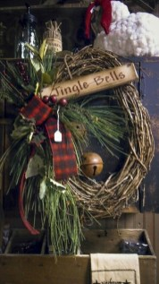 Elegant Rustic Christmas Wreaths Decoration Ideas To Celebrate Your Holiday 37