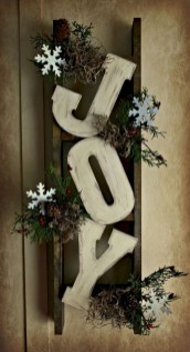 Elegant Rustic Christmas Wreaths Decoration Ideas To Celebrate Your Holiday 38