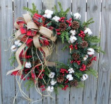 Elegant Rustic Christmas Wreaths Decoration Ideas To Celebrate Your Holiday 41