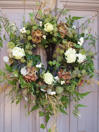 Elegant Rustic Christmas Wreaths Decoration Ideas To Celebrate Your Holiday 42