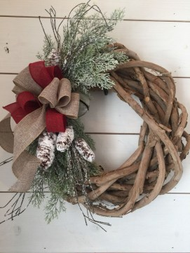 Elegant Rustic Christmas Wreaths Decoration Ideas To Celebrate Your Holiday 44