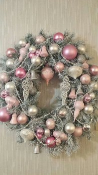 Gorgeous Pink And Gold Christmas Decoration Ideas 31