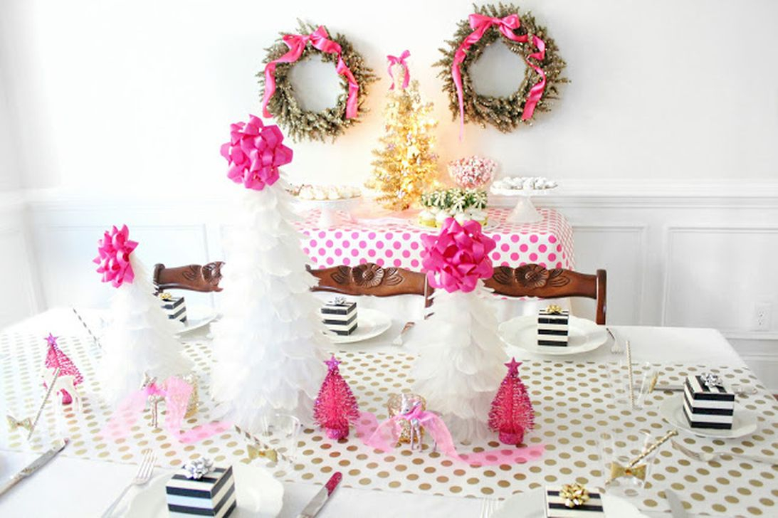Gorgeous Pink And Gold Christmas Decoration Ideas 37