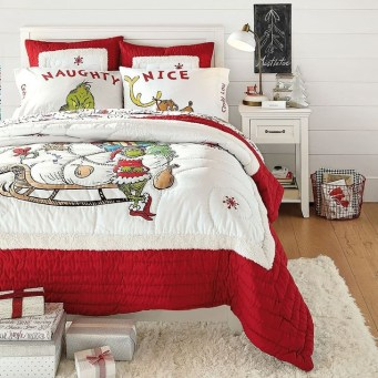 Simple Christmas Bedroom Decoration Ideas 27