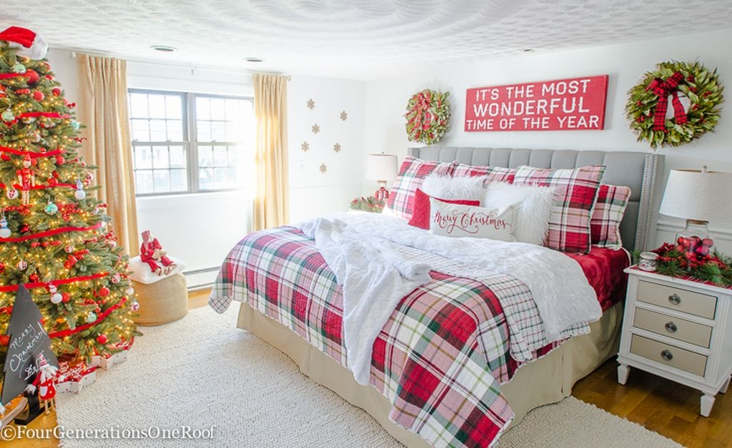 surprising christmas bedroom decorations ideas | 39 Simple Christmas Bedroom Decoration Ideas – HomeDecorish