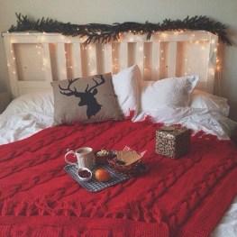 Simple Christmas Bedroom Decoration Ideas 39