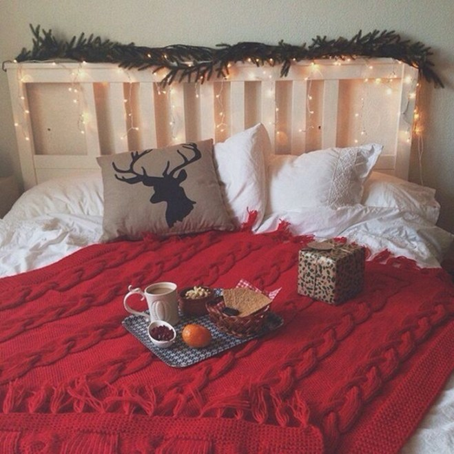 Simple Christmas Bedroom Decoration Ideas 39