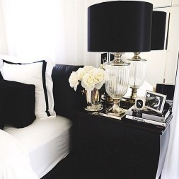 Stunning Black And White Bedroom Decoration Ideas 08