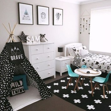 Stunning Black And White Bedroom Decoration Ideas 12