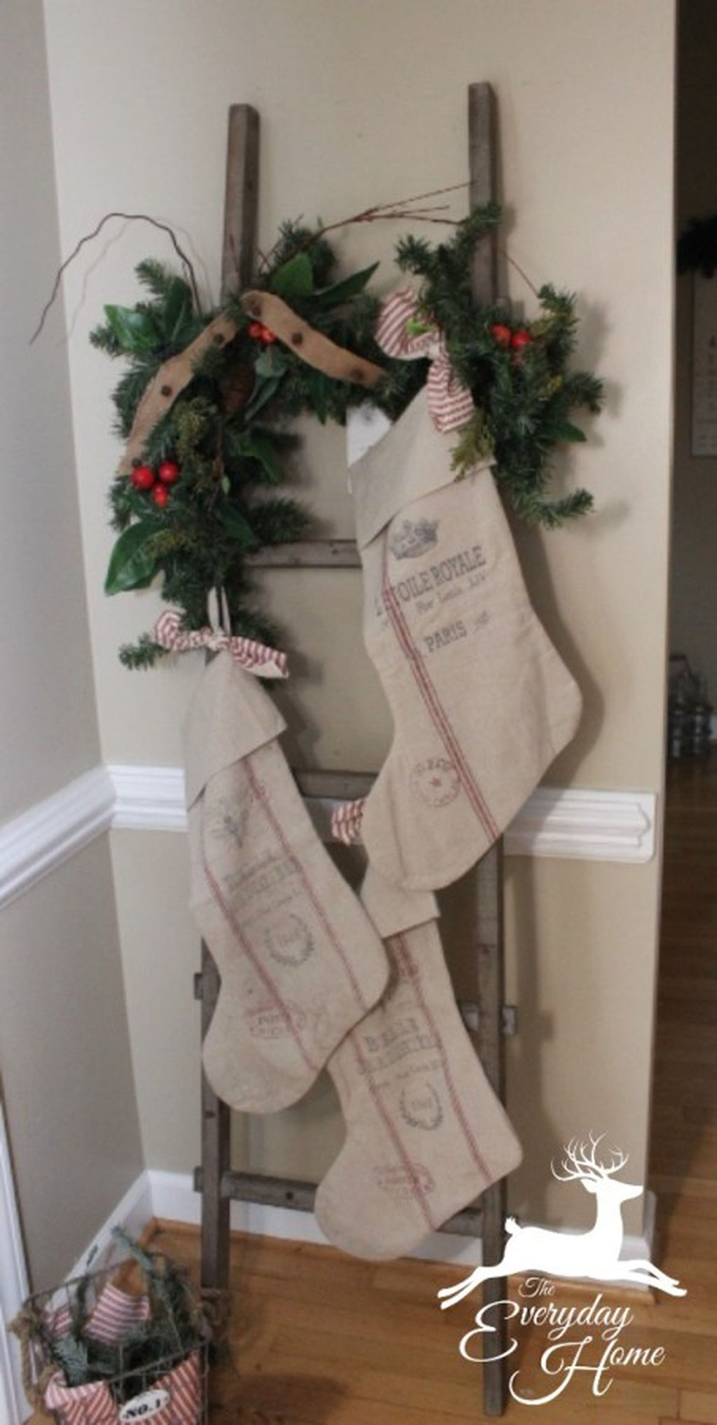 Totally Inspiring Farmhouse Christmas Decoration Ideas To Makes Your Home Stands Out 01