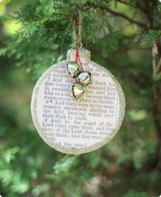 Totally Inspiring Farmhouse Christmas Decoration Ideas To Makes Your Home Stands Out 18