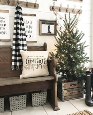 Totally Inspiring Farmhouse Christmas Decoration Ideas To Makes Your Home Stands Out 21