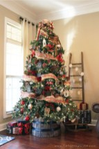 Totally Inspiring Farmhouse Christmas Decoration Ideas To Makes Your Home Stands Out 23